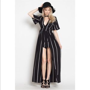 Pants - 🎉HP🎉Black and White Striped Maxi Romper